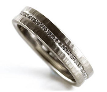 Eternity ring in 18ct white gold with diamonds