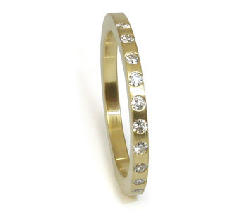 Eternity ring in 18ct yellow gold with diamonds
