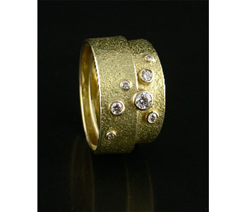 Ring in 18ct gold with diamonds