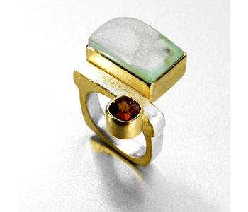 Ring in silver and 22ct gold set with garnet and quartz