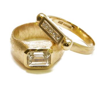 'Ennio' and 'Bronzina' – rings in 9ct gold set with diamonds from the 'Luxe' collection