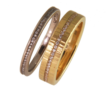 Eternity rings in 18ct white gold with diamonds
