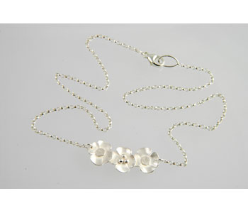 Flower Necklace in silver